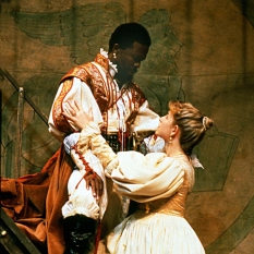 John-Kani-as-Othello-Joanna-Weinberg-as-Desdemona_2-©-Ruphin-Coudyzer.jpg