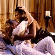 John-Kani-as-Othello-Joanna-Weinberg-as-Desdemona_4-©-Ruphin-Coudyzer.jpg