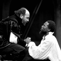 Richard-Haines-as-Iago-John-Kani-as-Othello-©-Ruphin-Coudyzer.jpg